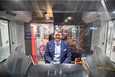 –Näyttää erittäin hyvältä, sanoo Tampereen Raitiotie oy:n toimitusjohtaja Pekka Sirviö. Ensimmäinen täysin varusteltu raitiovaunu saapui Tampereelle vajaa kaksi viikkoa sitten. Tiistaina Sirviö näki vaunun ensikertaa.
