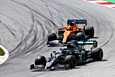 Valtteri Bottas aloitti nousun neljänneltä lähtösijaltaan heti kilpailun alussa, kun hän onnistui ohittamaan McLaren-kuski Carlos Sainzin.