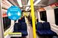 Tarra Tukholman metrossa muistutti turvavälistä. Kehotus on paikallaan, sillä Ruotsin pääkaupungissa on todettu noin 50000 tartuntatapausta, kun koko Suomen lukema on 18858.