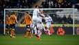 Valkopaitaisen Leedsin paluu Valioliigaan on lähellä. Kuvassa Luke Ayling tuulettaa maalia ottelussa Hullia vastaan.