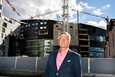"""Rikard Bjurström kertoo, että he miettivät jo areenahankkeen alkuaikoina, kuinka areenan yläkertaa voisi hyödyntää. """"Areenan hahmo on hieman muuttunut, kun siihen on tullut hotellirakennus päälle, ei ole ollenkaan huono idea sekään"""", Bjurström sanoo."""