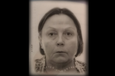 Paula Leino-Mäkilällä on tummat puolipitkät hiukset.