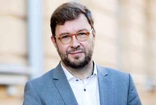 Työministeri Timo Harakka kertoi hallituksen panostavan mm. siihen, että työhaun palvelut ovat aiempaa nopeampia ja henkilökohtaisempia.