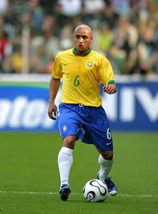 Roberto Carlos näkee mielellään pienempiä maita jalkapallon arvokisoissa.