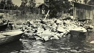 """Kaipionrantaa ja Aallon rantavaja, joka tunnettiin myös nimellä """"lättähattu""""."""