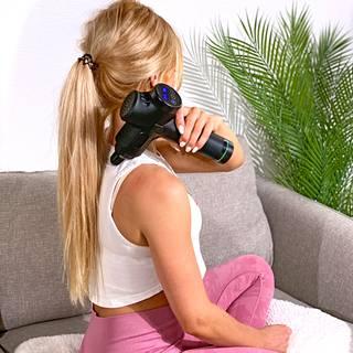 Jotta eri kokoisten ja eri osissa kehoa sijaitsevien kipukohtien hoitaminen sujuisi helposti, lihashuoltovasaran mukana toimitetaan erilaisia hierontapäitä.
