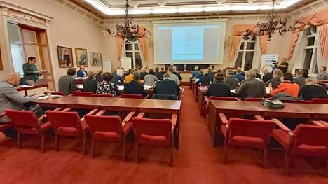 Rauman kaupunginvaltuusto uudistuisi kannatuskyselyn perusteella voimakkaasti. Kuvassa valtuusto kokouksessaan vuonna 2019.