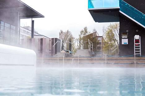 Altaan vesi on avajaisissakin 26-asteista.