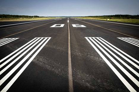 Koronakriisi näyttää iskeneen erityisen rajusti juuri lentoyhtiöihin.