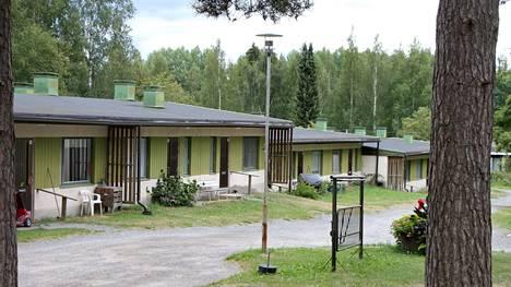 Kirjoittaja haluaa tietää, milloin asukkaiden on lähdettävä Suomenlanrinteen taloista, jotka on suunniteltu purkaa vuonna 2022.
