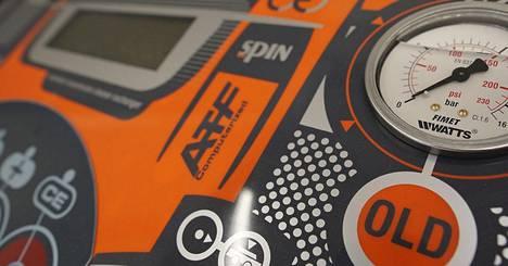 Automaattivaihteiston öljynvaihto tehdään oikeaoppisesti huuhtelumenetelmällä Spin 2 ATF-laitteistolla