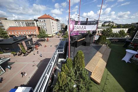 Terrace Bar & Restaurantin melusta on valitettu useaan otteeseen eri kanavissa. Livekonsertteja ei kattoterassilla enää järjestetä.