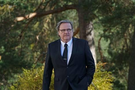 Sakari Kuosmanen saattoi Jukka Virtasta viimeiselle matkalle.