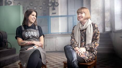 Ravintola Borgin keittiömestari Emilia ja hänen ensi kertaa kohtaamansa asiakas Minna Kalliomäki keskustelivat tavoitteistaan ja odotuksistaan Porin Puuvillan generaattorisalissa.