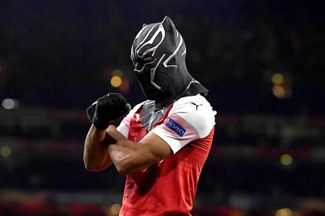Arsenal on ollut tyly vastustaja viime aikoina. Varsinkin omassa päässä luukut ovat olleet kiinni. Kuvassa Arsenalin Pierre-Emerick Aubameyang juhlii maski naamallaan osumaa Euroopan liigan ottelussa.