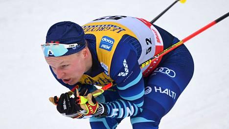 Juho Mikkonen jatkaa hiihdon parissa.