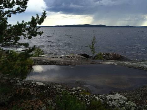 Vuorissalon saaresta avautuu komea näkymä Päijänteelle.