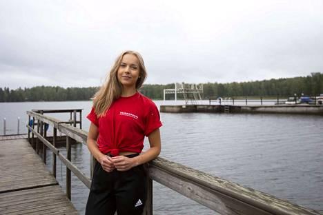 Amanda Hyövälti on kesätyössä kaupungin uimavalvojana Apian rannalla. Kesän aikana hän on töissä myös Haka Foodin leipomossa ja kahvilassa.