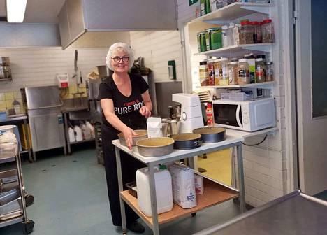 Tarja Ahonen on toiminut liki 28 vuotta yrittäjänä. Tämän viikon hän vielä hoitaa Walkin tehdasruokalaa, kotona asuvien vanhusten ateriapalvelua ja häiden pitopalvelun, mutta ensi viikolla hän aloittaa Pirkanhovin keittiössä.
