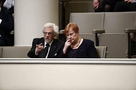 Presidentti Tarja Halonen ja tohtori Pentti Arajärvi osallistuivat eduskunnan vaalikauden päättäjäisiin.