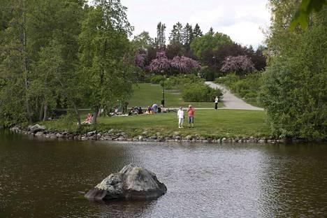 Uusi liikuntasovellus tarjoaa perheille liikunnallisia kaupunkihaasteita ja tehtäviä viidellä eri reitillä Tampereella. Liikuntareitit sijoittuvat Kauppiin,Peltolammille,Suolijärvelle,Tampereen keskustaan jaHatanpäänarboretumiin.
