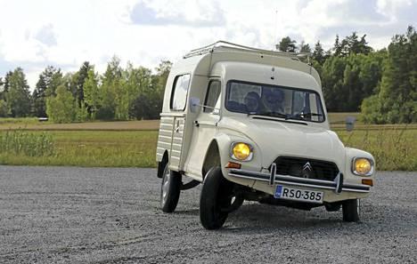 Citroën Dyane 6-400 Acadiane -autoja valmistettiin Espanjan Vigossa lähinnä maalaisväestön kuljetustarpeisiin vuosina 1979–1987.