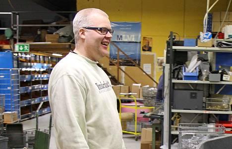 Merikarvian LVI-tuotteen toimitusjohtajalla Marko Ojamolla on syytä hymyyn.