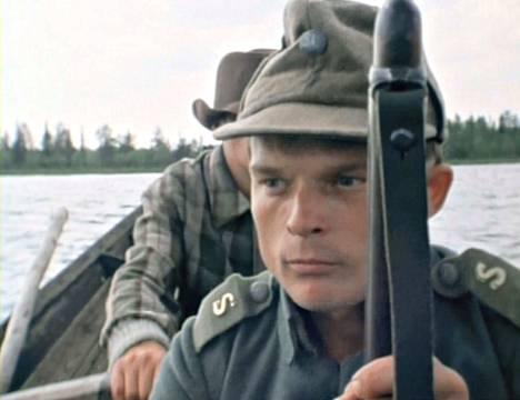 Kainuu 39 -elokuvassa kerrotaan Juntusrannan asukkaiden kohtalosta talvisodassa. Kauppias Korhos-Mikkona on Reijo Seppänen.