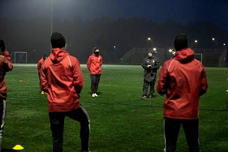 Jani Uotinen on ottanut ohjat FC Jazzin edustusjoukkueesta. Seura on luvannut jysäyttää jymy-yllätyksen loppiaisen tiedotustilaisuudessa, jonka Satakunnan Kansa näytti suorana lähetyksenä.