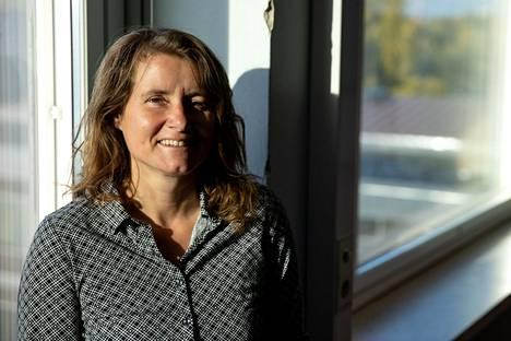 Käyttäytymistieteilijä Camille Morvan on kysytty tekoälyasiantuntija ja tekoäly-yrittäjä. Hän on tutkinut paljon myös päätöksentekoa ja johtamista yrityksissä.