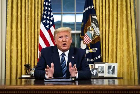Presidentti Donald Trump estää suomalaisten ja muiden mannereurooppalaisten matkustamisen Yhdysvaltoihin koronaviruksen torjumiseksi.