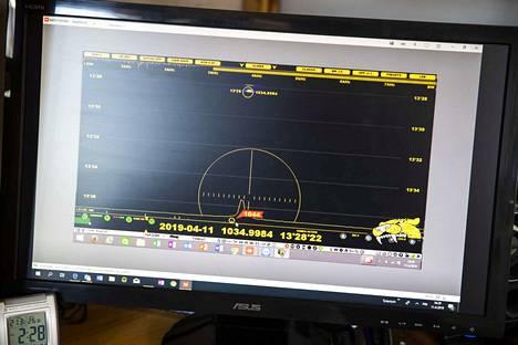 Putkiradion viritysasteikko oli alku, mutta nykyään Vehmas etsii harvinaisia radiolähetyksiä tietokoneen avulla.
