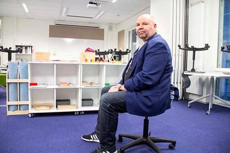 Tesoman koulun rehtori Panu Pitkänen sanoo, että suuren koulun poissaolohakemusten käsittelyssä on melkoinen työmaa.