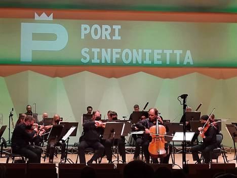 Pori Sinfoniettan ylikapellimestari Tibor Bogányi esiintyi johtajana ja sellosolistina syyskauden avauskonserteissa Porin Promenadisalissa ja uusinnassa Harjavallan kirkossa, Satasoitto-festivaalilla.