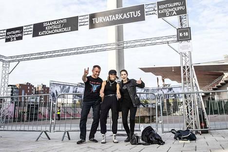 Norbert Miklautsch Saksasta sekä Malin Regnell ja Caroline Sålder Ruotsista olivat Ratinan stadionilla jo ennen kello 9. Miklautsch saapui stadionille odottamaan keikkaa jo kuudelta aamulla.
