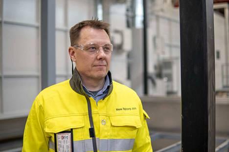 FSP:n toimialajohtaja Juha Granholm uudella maalauslinjalla