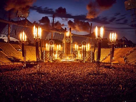 Rammstein on tarjonnut käynnissä olevalla stadionkiertueellaan illasta toiseen todellisen tulimeren. Tältä näytti Münchenin Olympiastadionilla kesäkuun alussa.