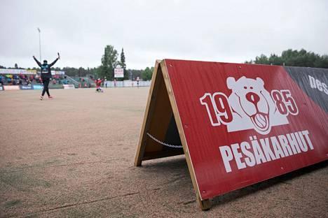 Itä–Länsi-perinne katkesi viime vuonna ensimmäisen kerran sotien jälkeen. Tänä vuonna Pesäkarhut aikoo pitää tapahtumasta kiinni.