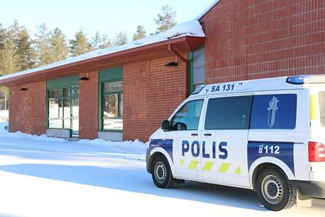 Poliisi otti kiinni yhden henkilön Pohjanlinnan koulu-uhkaukseen liittyen. Kiinniotettu on 14-vuotias koulun entinen oppilas. Poliisi ei ole todennut koululla mitään turvallisuusuhkaa.