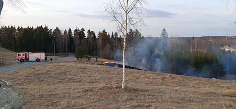 Tampereella Vilusenharjulla syttyi maastopalo keskiviikkoiltana.