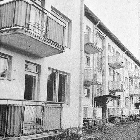 1 Metsä-Serlalta tullut ehdotus Mäntylinnan korjaamisesta opiskelija-asuntolaksi ei innosta Mäntän kaupunkia. Teknisen lautakunnan mukaan ei ole mielekästä sijoittaa varoja kunnostuksen tarpeessa oleviin kerrostaloihin, vaan enemmin varustetasoltaan nykyaikaisten, uusien rivitaloasuntojen hankintaan. Kaupunki ei myöskään ole enää varma tarvitaanko uutta opiskelija-asuntolaa vai ei.