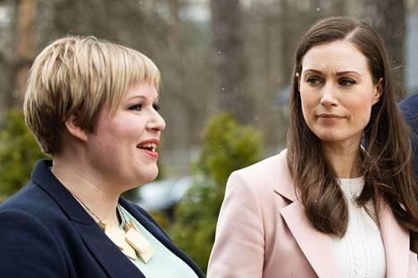 Keskustan puheenjohtaja, tiede- ja kulttuuriministeri Annika Saarikko sekä pääministeri Sanna Marin kuvattiin Kesärannassa huhtikuun lopulla.