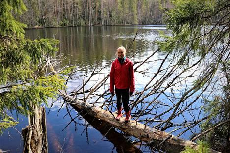Järvet ovat isossa roolissa Anni Kytömäen romaaneissa. Nokian Ruutanajärvellä hän kävi ensimmäisen kerran 5-vuotiaana.