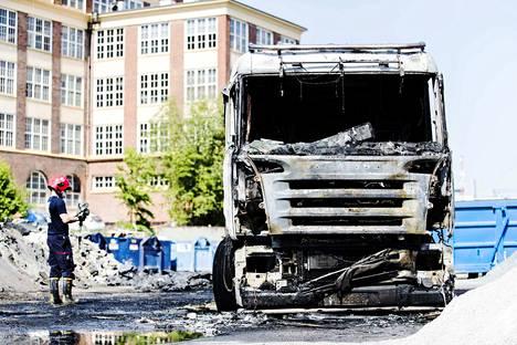 Pelastaja kuvasi ajoneuvoa lämpökameralla, kun palo oli saatu sammutettua.