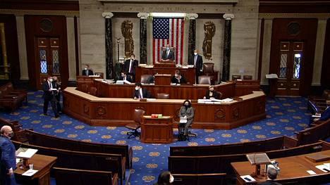 Edustajainhuone äänesti presidentti Donald Trumpin virkarikossyytteestä keskiviikkoiltana.