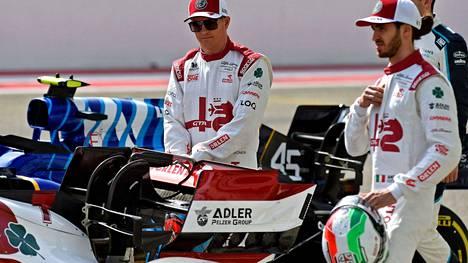 Kimi Räikkönen ja Antonio Giovinazzi jäivät pisteittä Bahrainin avauskisassa.