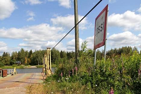 Vesijohtoputki nousi pintaan lähellä Kajalan lossia Kokemäellä.