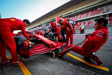 Koronavirus jyllää Italiassa. Ferrari on reagoinut tilanteeseen.
