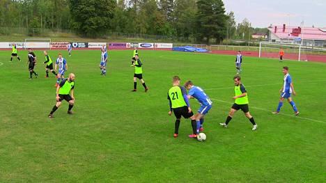 Paikallisottelu päättyi siniraitaisen FC Vapsin voittoon maalein 2-0.