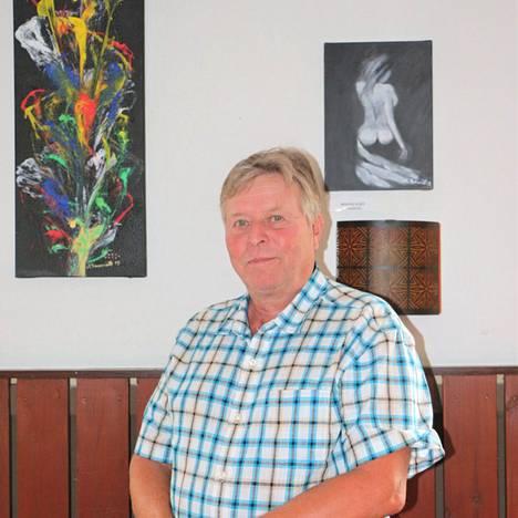 Markku Kanerviston taidetta on esillä Multi-Motellin näyttelyssä 25. heinäkuuta saakka. Sieltä teokset matkaavat elokuuksi näyttelyyn Alajärven kirjastoon.